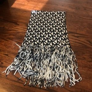 Authentic Michael Kors Black/white scarf worn once